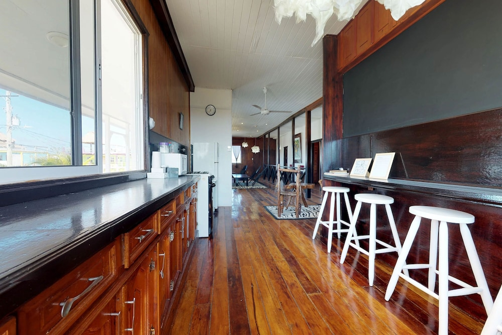 Lovely Street View Comfort House, 5 Bedrooms, Non Smoking   Featured Image ...