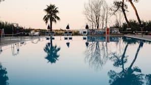 Piscina all'aperto, una piscina naturale