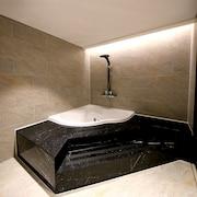 Bañera de hidromasaje privada