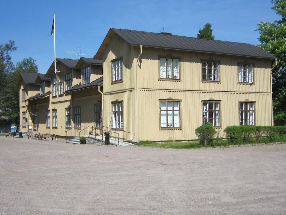 Karlsborg B&B Hostel Guest House - Deals, Photos & Reviews