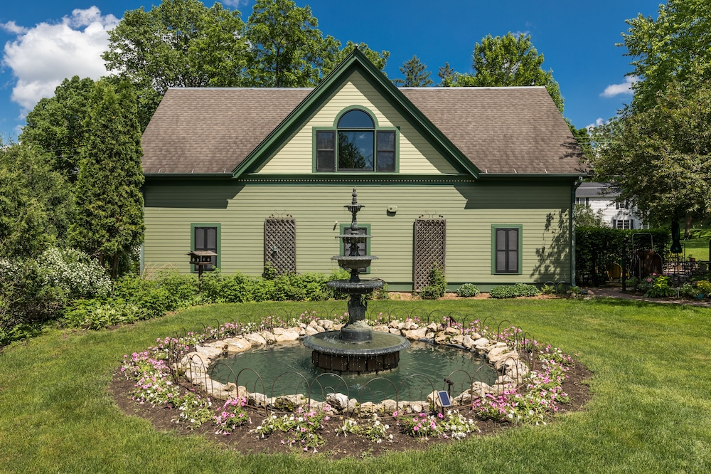 Fountain, Habberstad House Bed and Breakfast