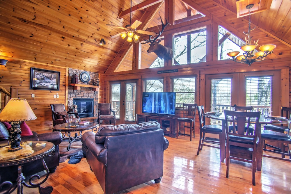 Magic Mountain Retreat Luxury Cabin With Awesome Location Free Wifi In Gatlinburg Pigeon Forge Hotel Rates Reviews On Orbitz