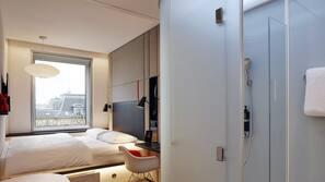Hypo-allergenic bedding, in-room safe, laptop workspace