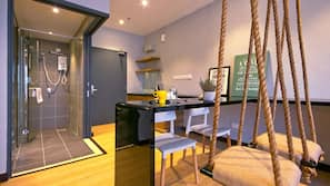 18 bedrooms, minibar, soundproofing, iron/ironing board