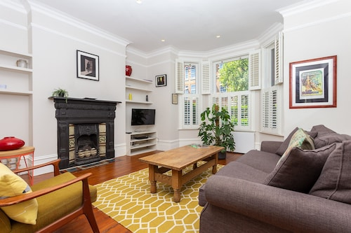 Two Bedroom House With Garden In Maida Vale