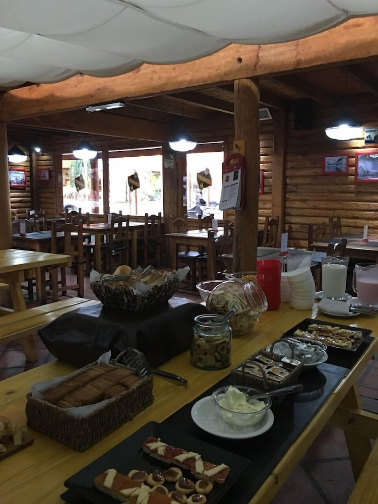 Breakfast buffet, Calafate Hostel