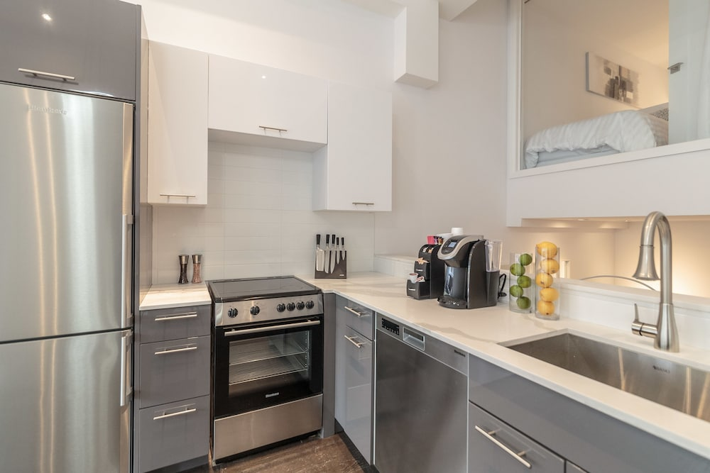 Private Kitchen, Parc Avenue Residence Mile End