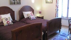 Hochwertige Bettwaren, Zimmersafe, Bügeleisen/Bügelbrett, Zustellbetten