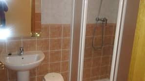 Dusch, gratis toalettartiklar och handdukar