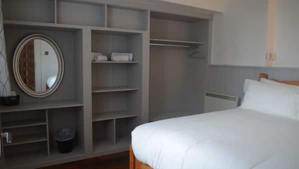 1 bedroom, iron/ironing board, free wired Internet