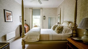 Premium bedding, down duvet, Tempur-Pedic beds, free minibar