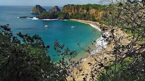 Perto da praia, areia branca