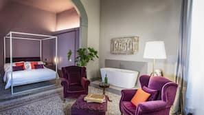 Decoración individual, mobiliario individual, wifi gratis y ropa de cama