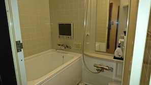 Combined shower/tub, jetted tub, free toiletries, electronic bidet