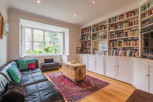 Charming Golders Green Home by Hampstead Heath
