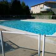 Apartment With 2 Bedrooms in Villeneuve-lès-avignon, With Pool Access, Furnished Garden and Wifi - 80 km From the Beach