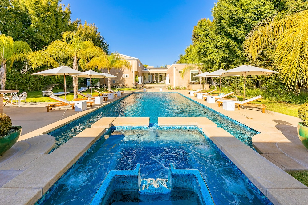 Outdoor Spa Tub, Beverly Hills Luxury Modern Palace