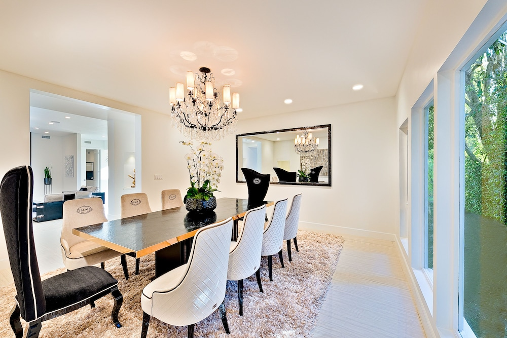 In-Room Dining, Beverly Hills Luxury Modern Palace
