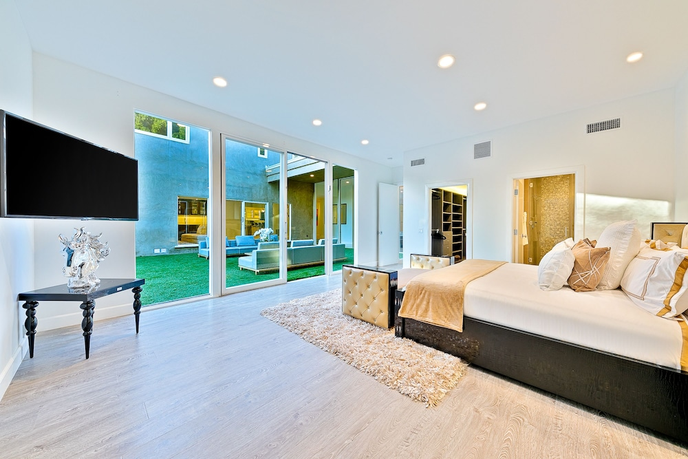 Room, Beverly Hills Luxury Modern Palace