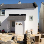 Newly Renovated 3 Bedroom Cottage With Sea Views in Barna, Galway