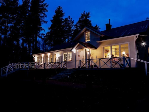 Solhem Retreat, Seaside Villa in the Finnish Archipelago. English Host & Garden