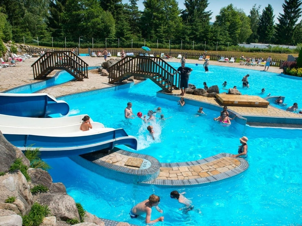 Outdoor Pool, Camping le Domaine des Bans