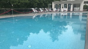 Seasonal outdoor pool, open 8:00 AM to 6 PM, cabanas (surcharge)
