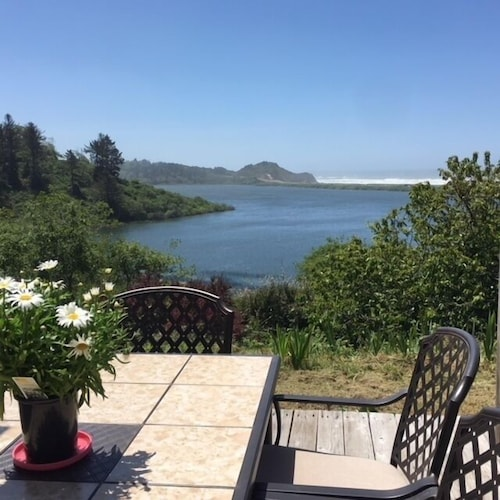 Freshwater Lagoon Nature Retreat - Expansive Home on 11 Waterfront Acres