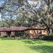 Beautiful Gainesville Home on 1 Acre. Relax in Paradise