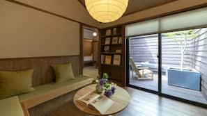 房內夾萬、設計自成一格、家具佈置各有特色、熨斗/熨衫板