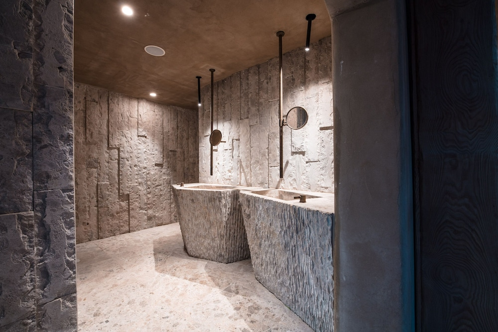 Bathroom Amenities, Kensho Psarou