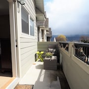 122 Old Summerland Home 3 Bedrooms 2.5 Bathrooms Home