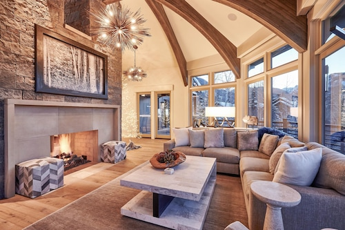 As Featured In Luxe Magazine Ski-in/out W/ Hot Tub 5 Bedroom Home