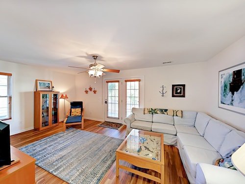 Family-friendly 3br Near Beach & Fun 3 Bedroom Home