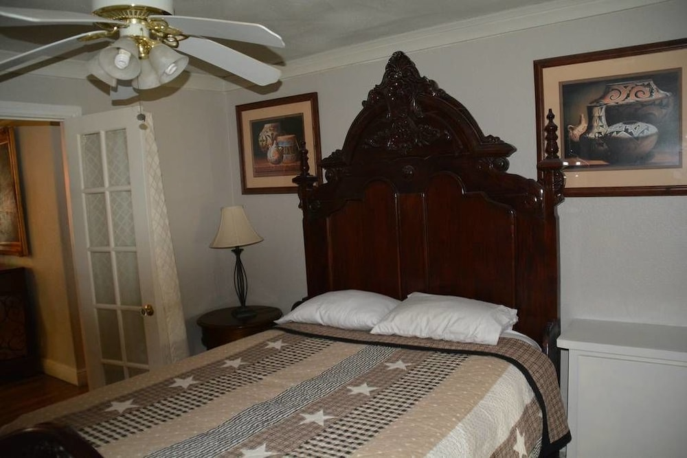 Room, Randy's Homes - Star of Texas 7 Bedrooms 3 Bathrooms Home