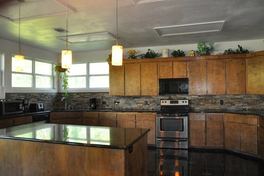 Private Kitchen, Randy's Homes - Star of Texas 7 Bedrooms 3 Bathrooms Home