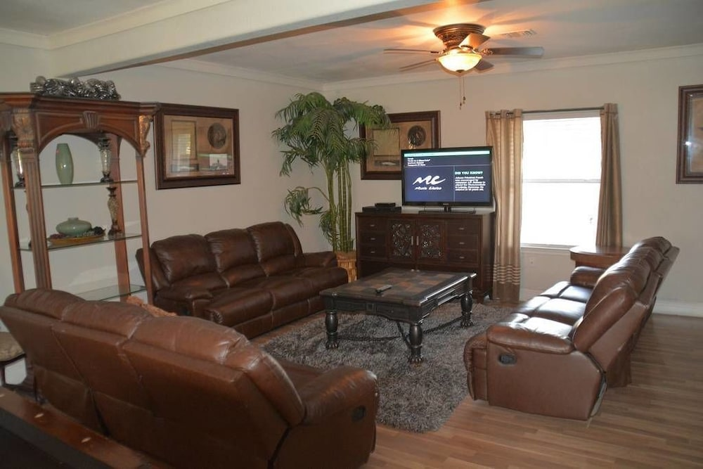 Living Area, Randy's Homes - Star of Texas 7 Bedrooms 3 Bathrooms Home
