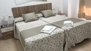2 bedrooms, blackout drapes, rollaway beds, free WiFi