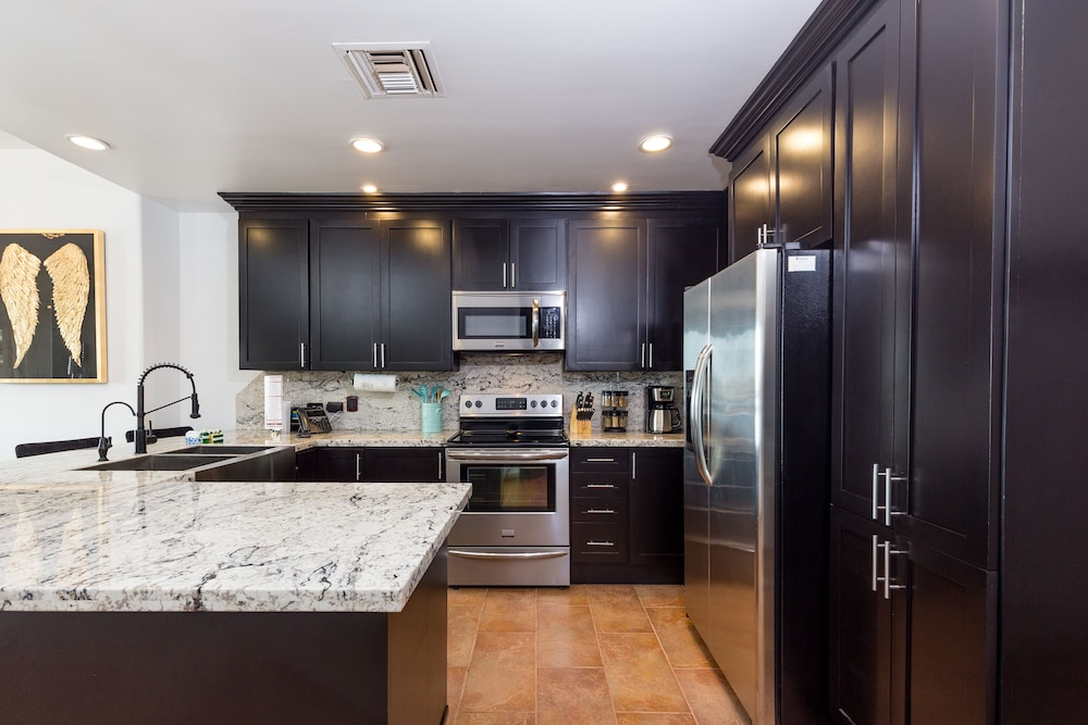 Private Kitchen, Ocean Front Ground Floor 3bd/2ba ?360 Virtual Tour