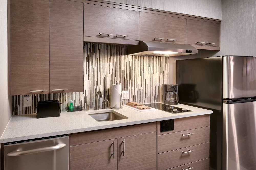 Private Kitchen, TownePlace Suites by Marriott Los Angeles LAX/Hawthorne