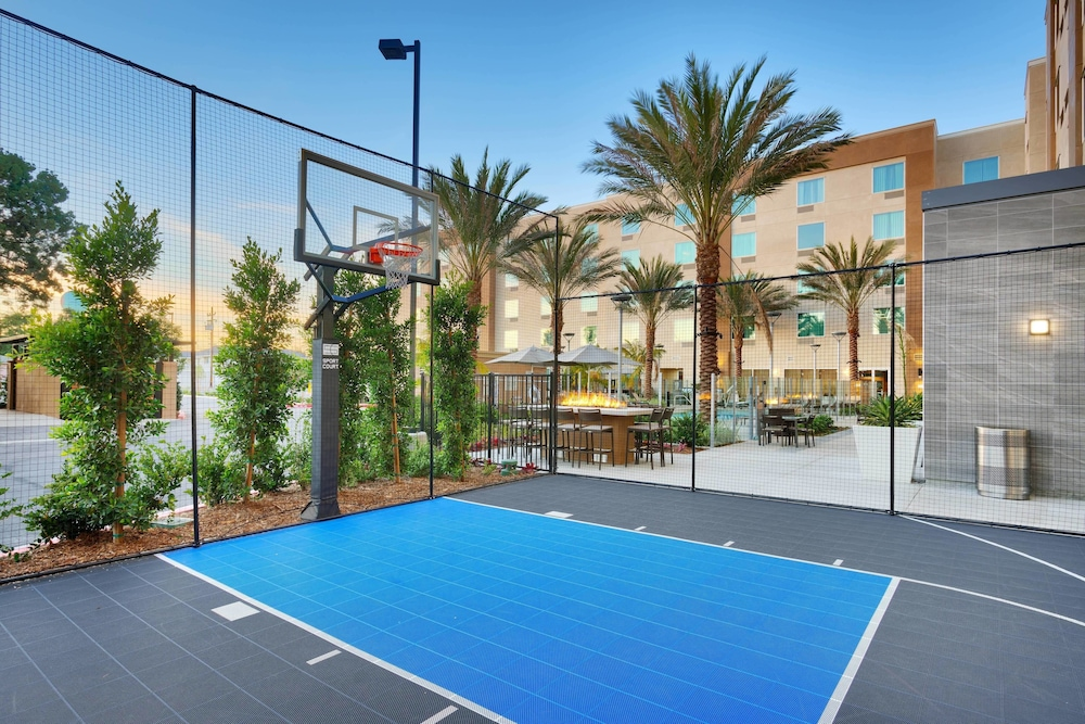 Basketball Court, TownePlace Suites by Marriott Los Angeles LAX/Hawthorne