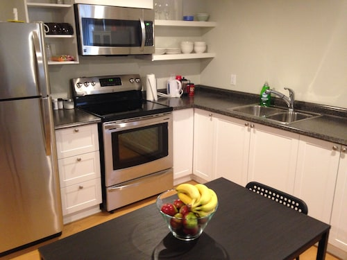 Newly Built Amazing 1 Bedroom Apartment in the Heart of Glebe With Laundry!