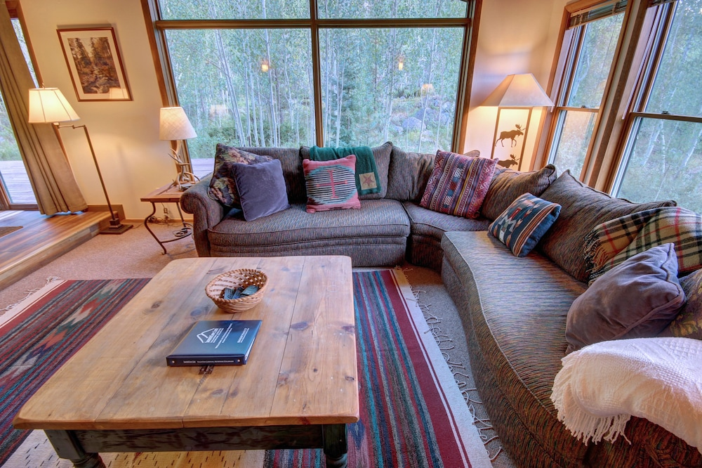 Living Area, Keystone Gulch Cabin 1668 by Summitcove Vacation Lodging