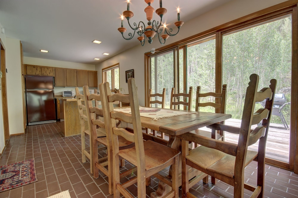 In-Room Dining, Keystone Gulch Cabin 1668 by Summitcove Vacation Lodging