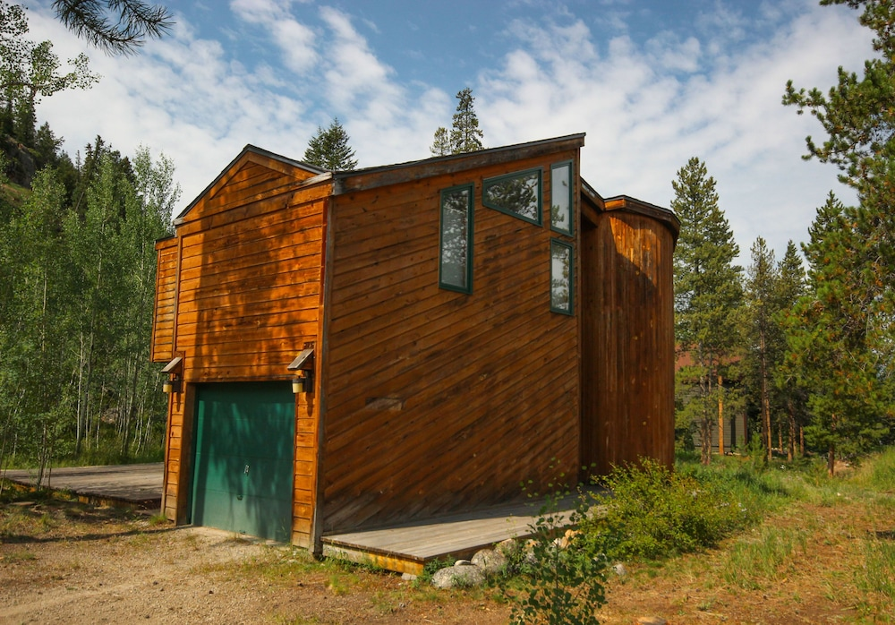 Front of Property, Keystone Gulch Cabin 1668 by Summitcove Vacation Lodging