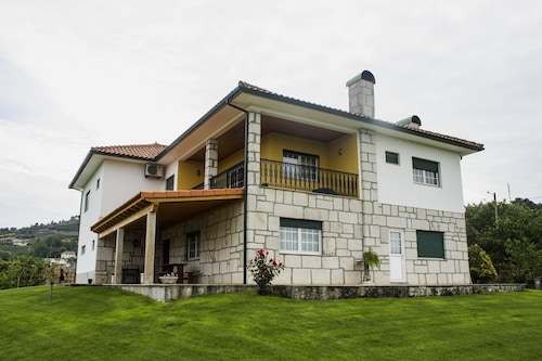 House With 5 Bedrooms in Britiande, With Wonderful Mountain View, Enclosed Garden and Wifi