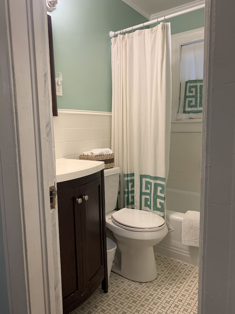 Bathroom, The Social Goat Bed and Breakfast