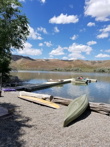 It is a Beautiful Private Place on Snake River Front. USE Kayaks TO Enjoy
