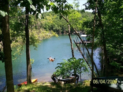 Lake Front Charming Cabin, Swim, Boat, Relax, Canoe, Kayak, Fire Pit