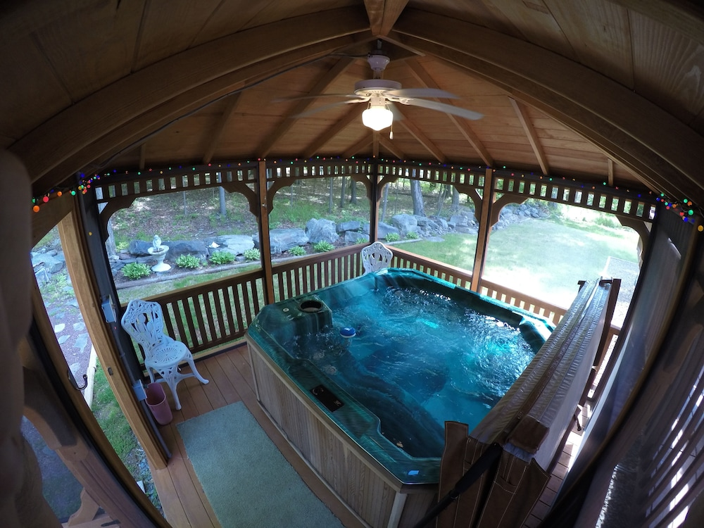 Lake Wallenpaupack Getaway With Hot TUB in Gazebo. New Beds. Clean ...